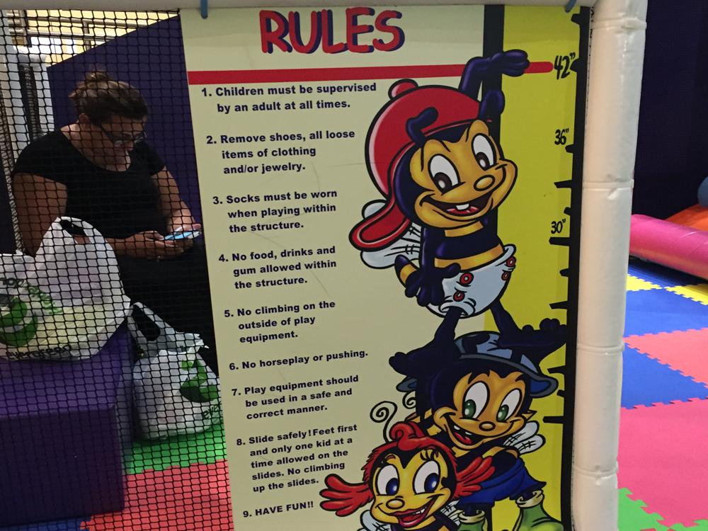 ちゃんとルールをお子さんに説明してから遊ばせましょう。ちょっと大きな子供はかなり無茶してきますので要注意。