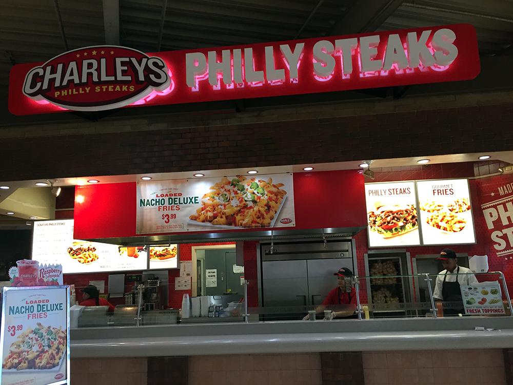 買ったのはこちら。Phylly Steak。チェーン店ですが、安定したお味。