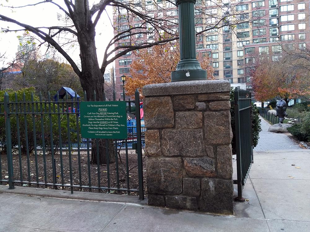 入り口はこんな感じです。 特に名前がないので公園の名前の看板はないですね。
