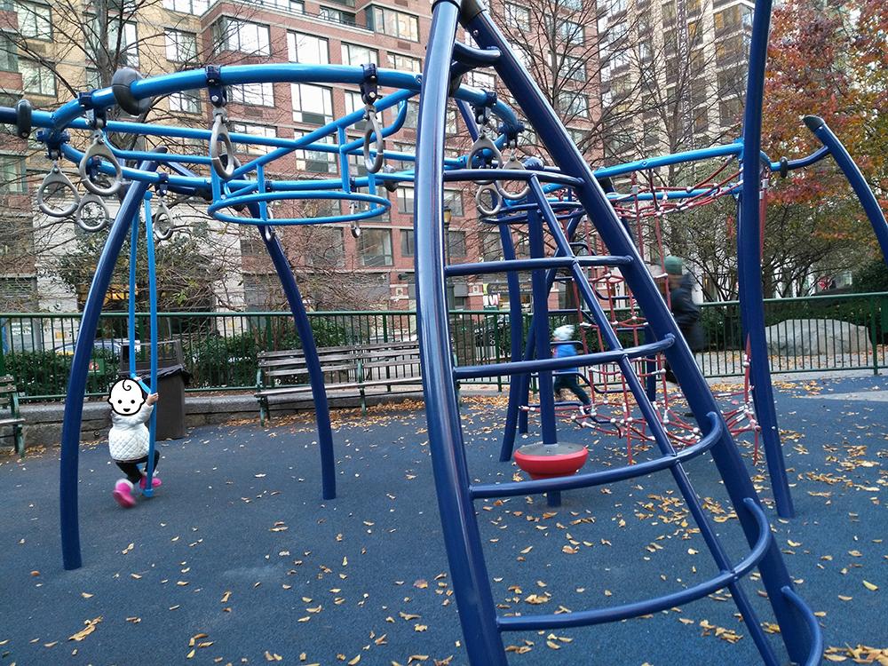 たくさんのうんてい、はしごがあり、けっこう鍛えられる公園でもあります。全てけっこう新しい遊具で綺麗です。