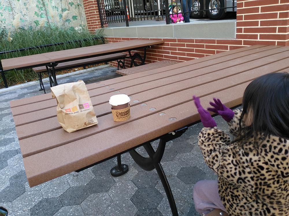 今日は、行く途中、ダンキンドーナツでドーナツを買ってから来てみました。