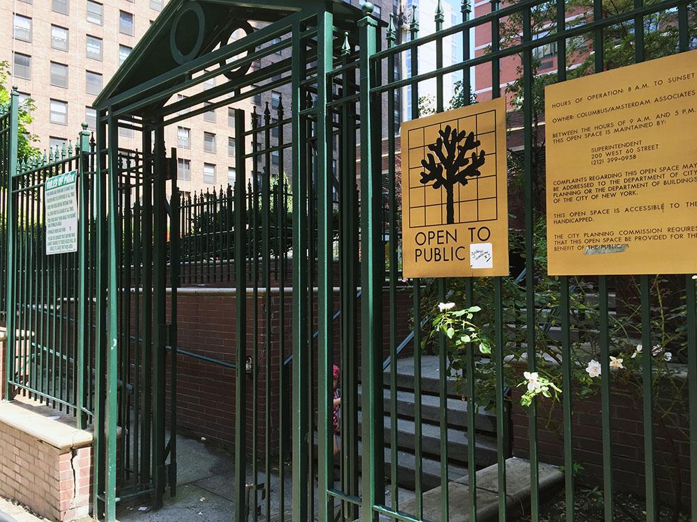 ちゃんとした公共の場。 ゲートもしっかり付いています。 もちろん入り口からバリアフリー。