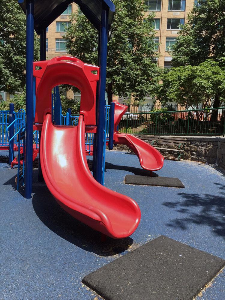 63丁目の綺麗な無名公園 Playground and Park 63th St