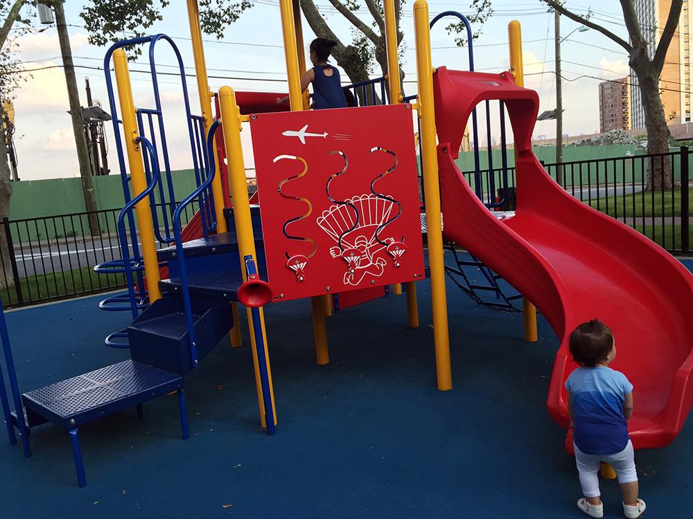 こちらは小さい子用の遊具コーナーです。メインの遊具の隣にあります。