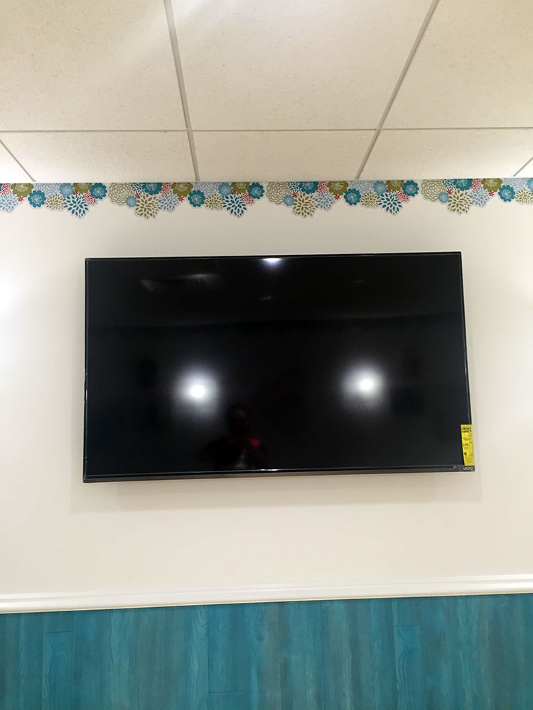 大型テレビも設置されて、ゆっくり授乳。授乳する側が寝てしまいそう・・・。