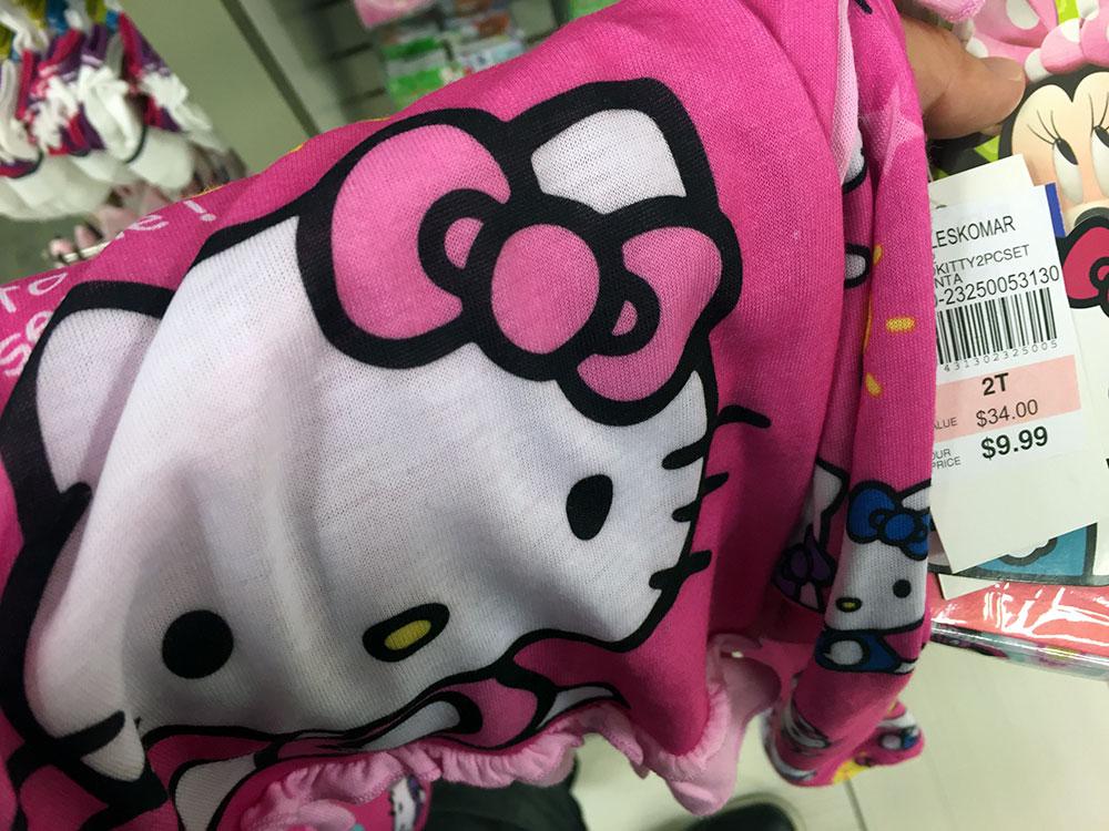 キティちゃんのパジャマは買わず。