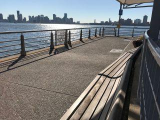 ハドソン川沿いの水遊び公園 Pier 51 Playground 1からWorld Trade Centerを望む